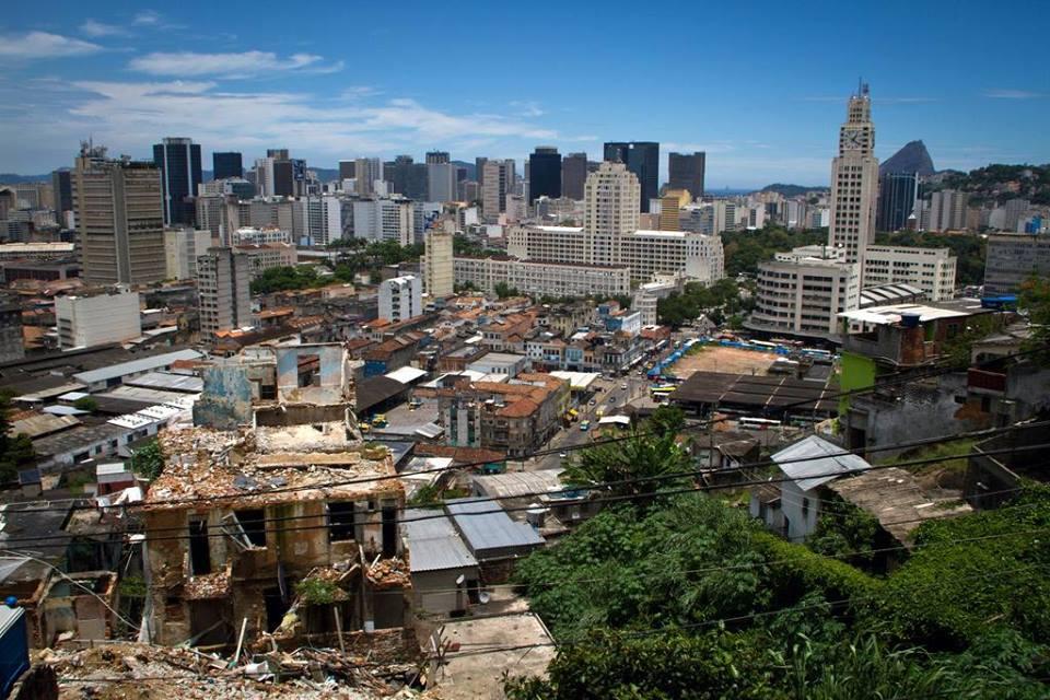 Morro da Providência, favela carioca considerada a primeira do Brasil, sofre com remoções. (Foto: Luiz Baltar)