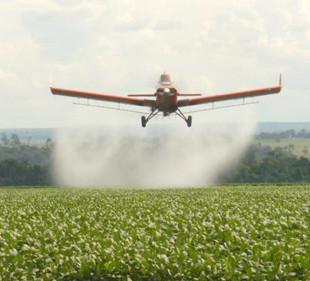 Pulverização aérea é vetada na Europa desde 2009. (Foto: Reprod/ Internet)