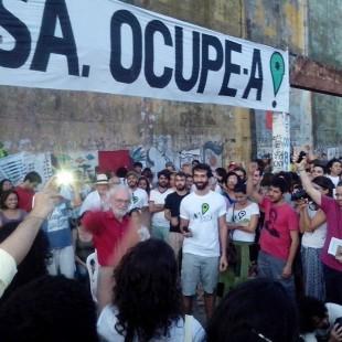 """""""Ocupar, resistir! """", gritaram os ativistas ao final da fala de Harvey (Foto: Ocupe Estelita/facebook)"""