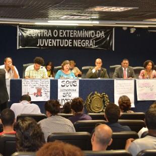 Durante a audiência houve o repúdio à ideia de se reduzir a idade penal (Foto: FASE PE)