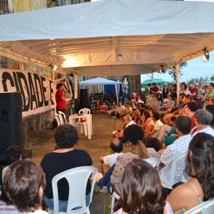 Debate político na rua com Boulos. (Foto: Arquivo FASE/PE)