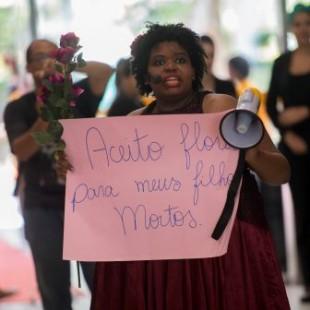 Performance da Cia. Os Crespos durante a abertura da oitava edição do Festival Latinidades, maior festival de mulheres negras da América Latina (Marcelo Camargo/Agência Brasil)