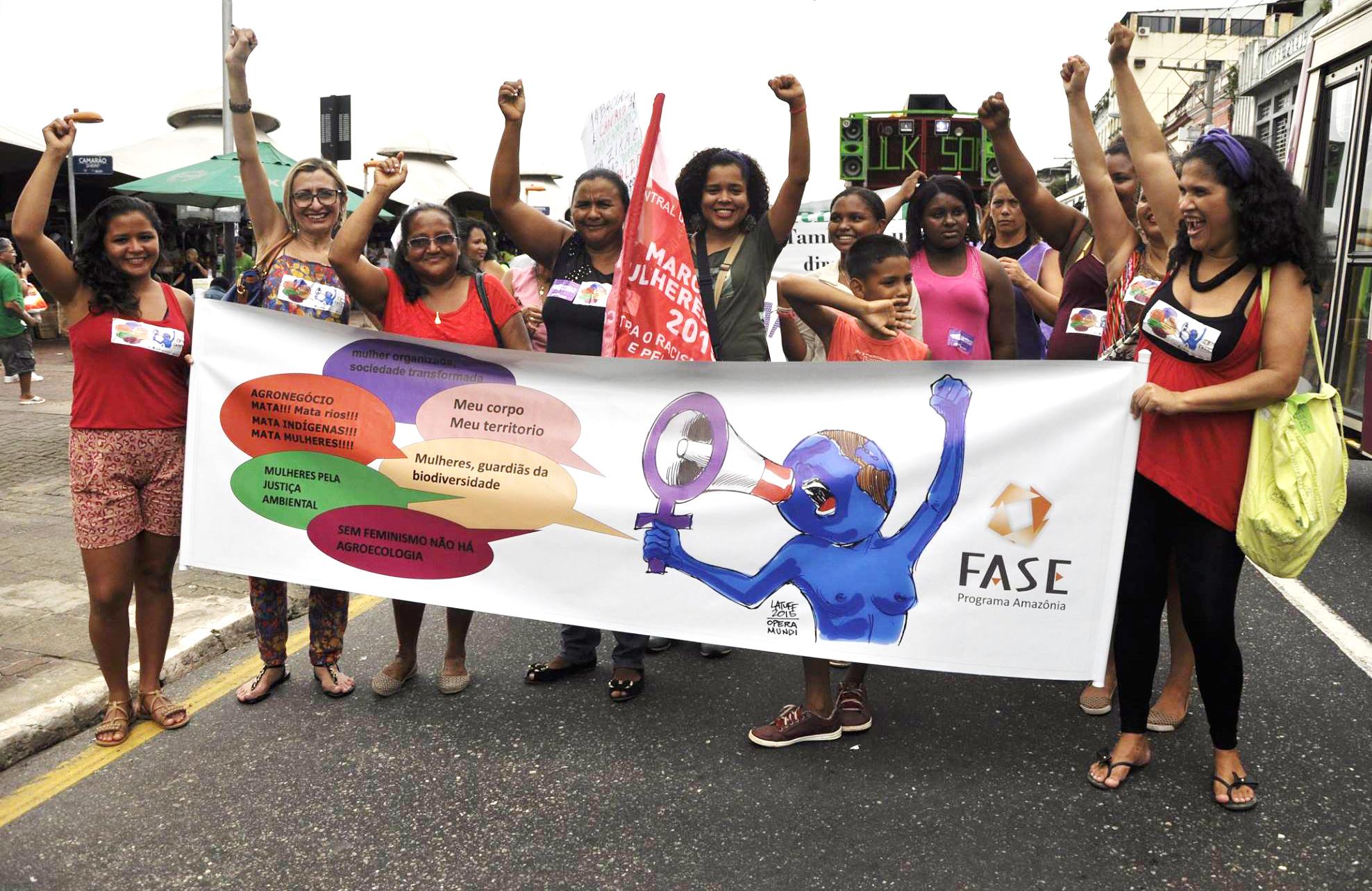Em Belém, mulherem marcham contra o todas as formas de opressão. (Foto: Élida Galvão / Fundo Dema)