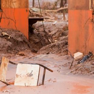 Município de Bento Rodrigues um mês após o crime ambiental. (Foto: Rosilene Miliotti / FASE)