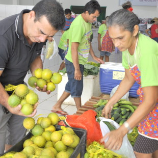 Encontro entre quem produz e consome. (Foto: Élida Galvão/ Fundo Dema)