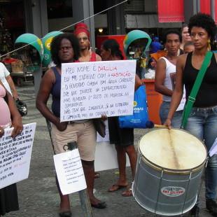 Ato no Largo da Carioca. (Foto: Rosilene Miliotti / FASE)