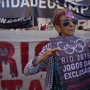 """Ato """"Rio 2016 - Os Jogos da Exclusão"""". (Foto: Fábio Caffé)"""