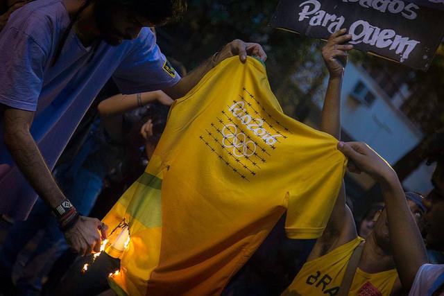 Ato realizado pela articulação Jogos da Exclusão. (Foto: Luiz Baltar)