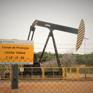 Extração de petróleo.