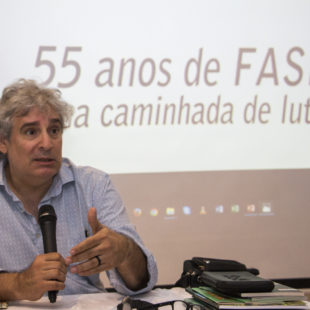 Cunca Bocayuva, ex-diretor da FASE no seminário 55 anos da FASE. (Foto: Rosilene Miliotti / FASE)