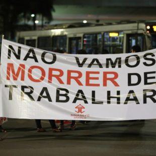 Manifestantes protestam contra a reforma da Previdência. (Foto: Fabio Rodrigues Pozzebom/ABr)