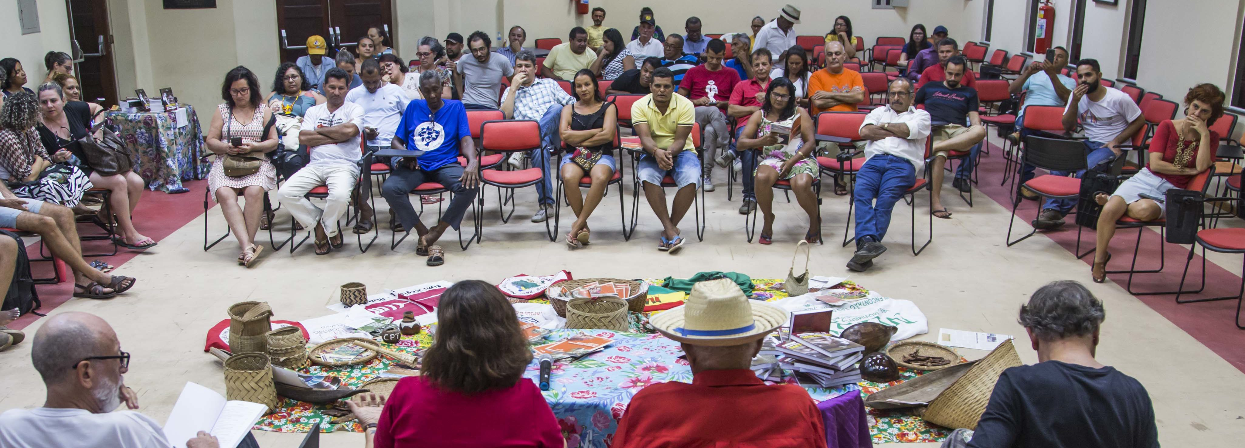 Livros sobre o Cerrado e a luta social são lançados no MA