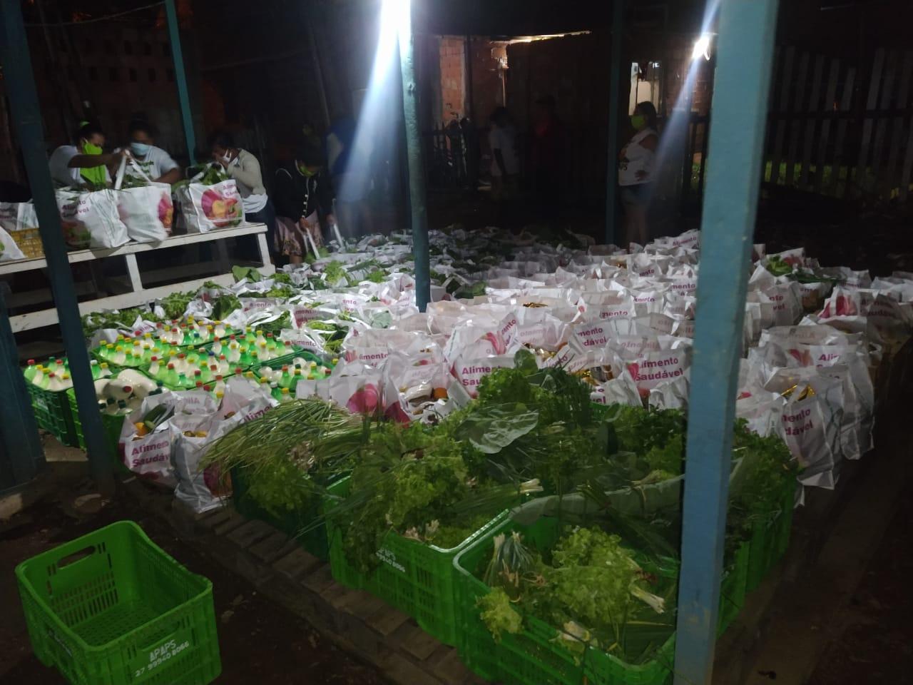 Pescadores artesanais recebem alimentos agroecológicos